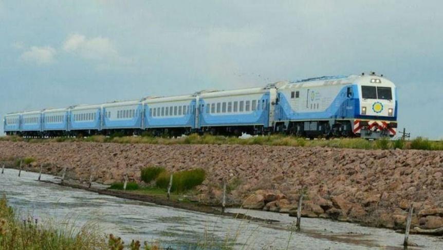 Tras 4 años, el tren de pasajeros vuelve a un distrito de la Cuarta