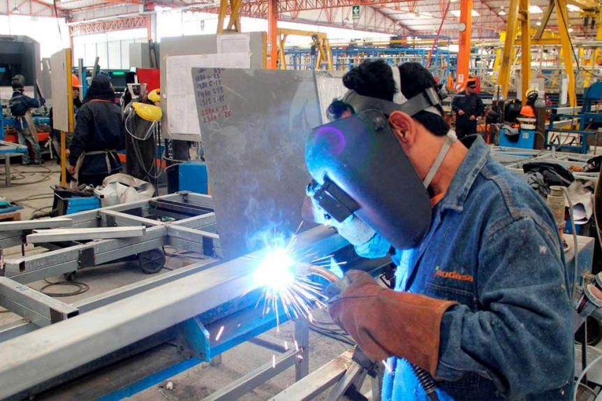 Panorama desalentador: la industria bonaerense registró un retroceso interanual del 7,4%