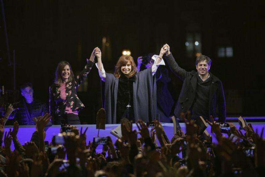 Al lado de Kicillof, Cristina Kirchner presentó su libro en Mar del Plata en un acto multitudinario