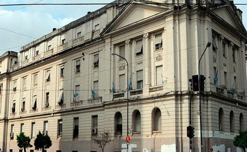 El Gobierno bonaerense celebra el pacto fiscal: de 109 municipios con déficit a 36 en tres años