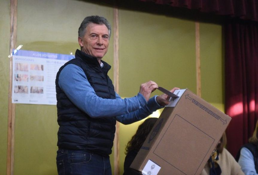 Sin números oficiales, el Presidente reconoció la derrota y mandó a los votantes a
