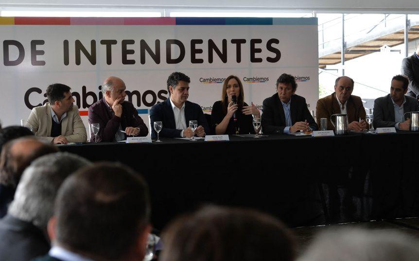 """Intendentes oficialistas analizan replanteos y evalúan hacer foco en una """"campaña local"""""""