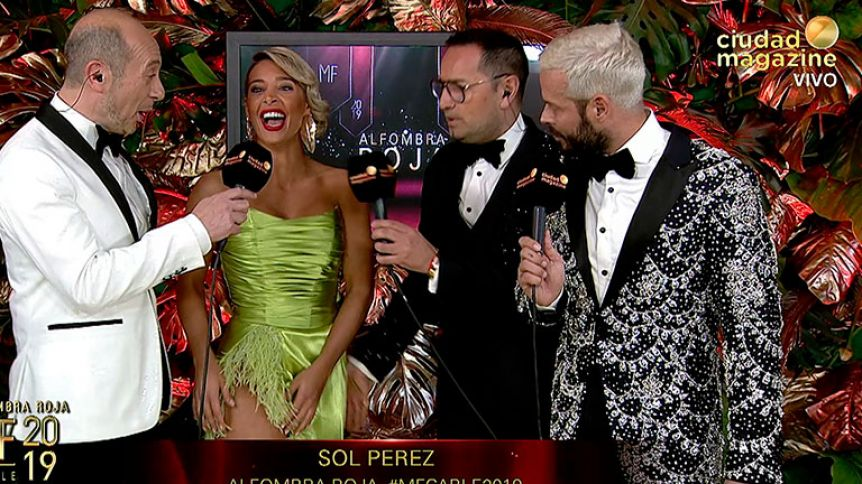 El percance hot de Sol Pérez: el tajo del vestido le jugó una mala pasada y mostró de más