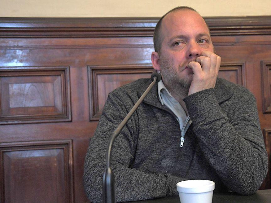 Condenaron a 9 años de prisión al periodista Lucas Carrasco por violar a dos jóvenes
