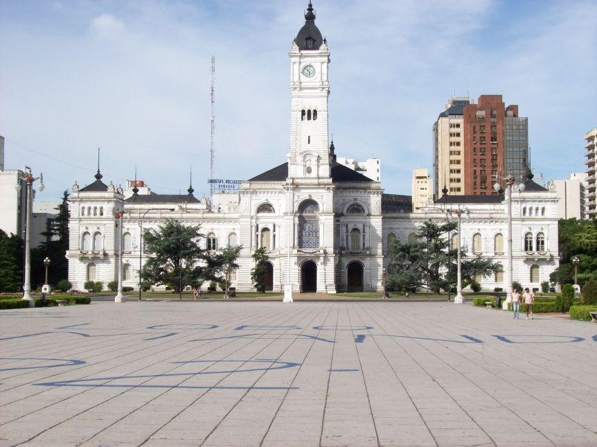 La Plata acordó un aumento salarial del 16,4% y otorgará un bono de $6.000