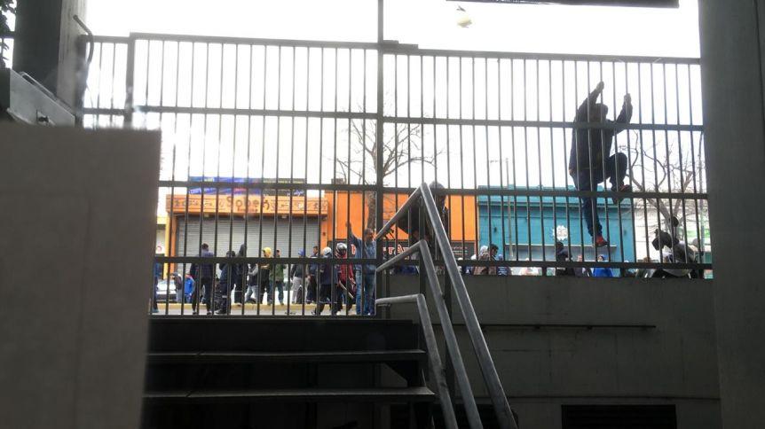 Tensión en el centro platense: manifestantes de la UOCRA provocaron destrozos en Trabajo