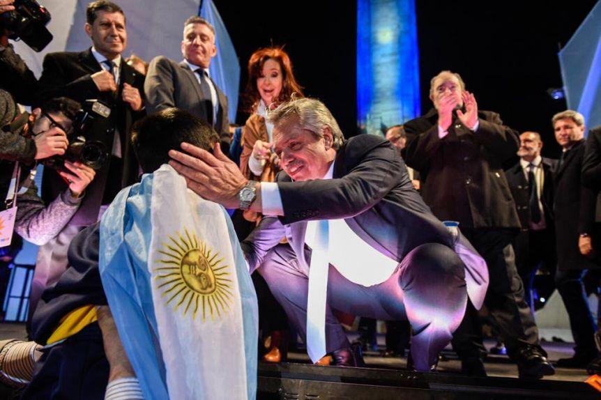 La polarización supera al 85% del electorado, aunque crece la brecha entre Fernández y Macri
