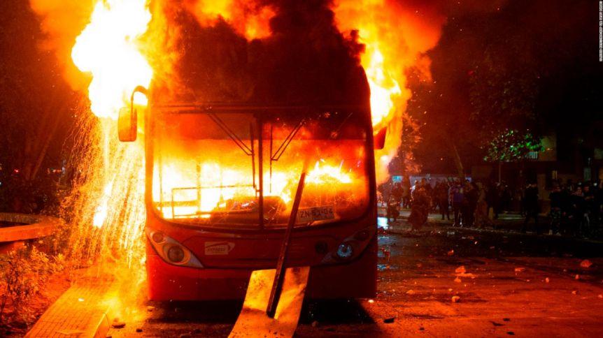 Sebastián Piñera decretó el estado de emergencia en Santiago