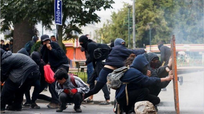 Al menos 11 muertos, 200 heridos y 800 detenidos por las protestas en Chile