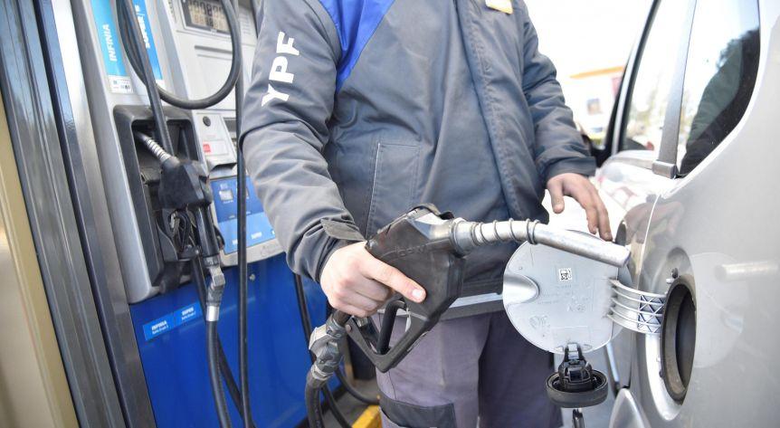 Combustibles: se termina el congelamiento de precios y podrían autorizar entre 4% y 5% de aumento
