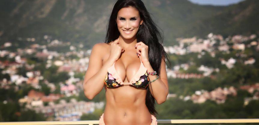 En topless y con un hilo dental, Flor Marcasoli tom� sol y derriti� Instagram