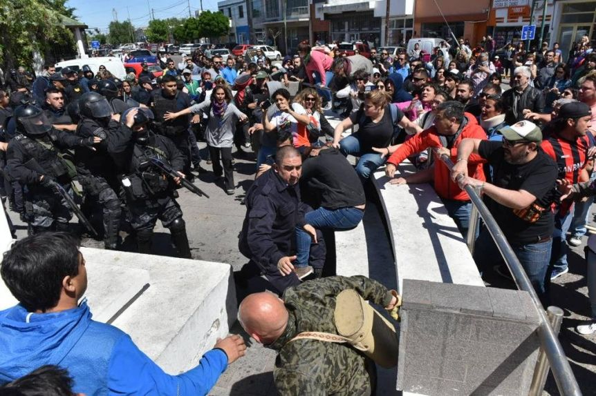 Represión en Chubut: detuvieron al titular del gremio docente