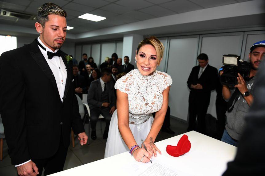 A tres meses de su casamiento, ¿Mónica Farro se fue con un amante a México?