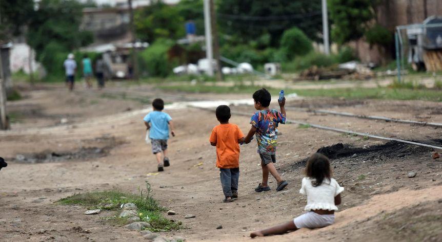 La cifra más alta de la década: la pobreza en la Argentina llegó al 40,8%, según la UCA
