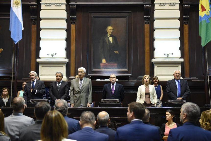 Con varios peronistas ausentes, los legisladores electos recibieron sus diplomas