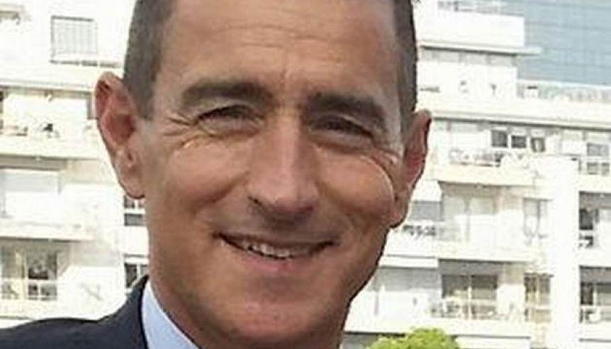 Omar Galdurralde se acerca al Instituto de Loter�as