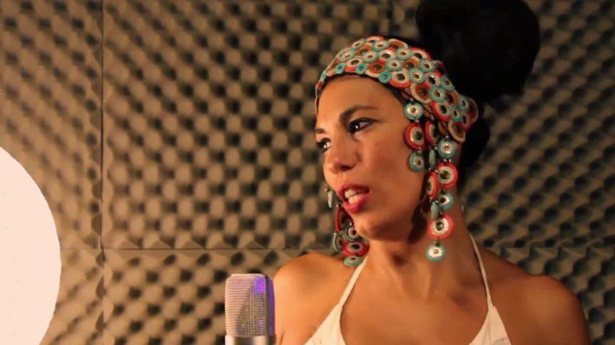 Charo Bogarín, la voz de la música popular