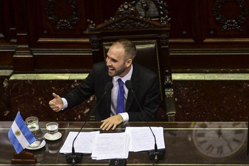 "Guzmán, tajante: ""No vamos a permitir que fondos extranjeros nos marquen la política económica"""