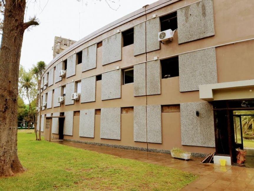 Intendente convierte hotel en un hospital para atender casos de Covid-19
