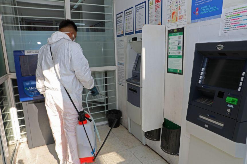 En La Matanza fiscalizan y ordenan las colas en cajeros automáticos