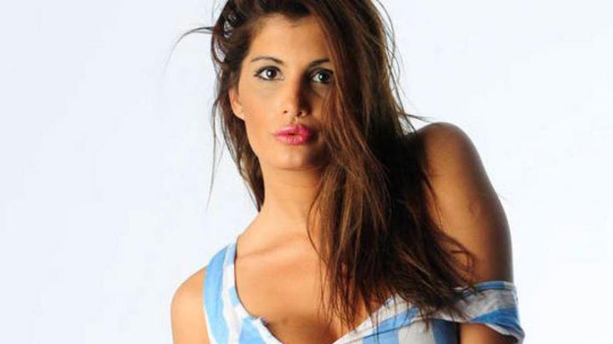 Magalí Mora: sonriente y en topless