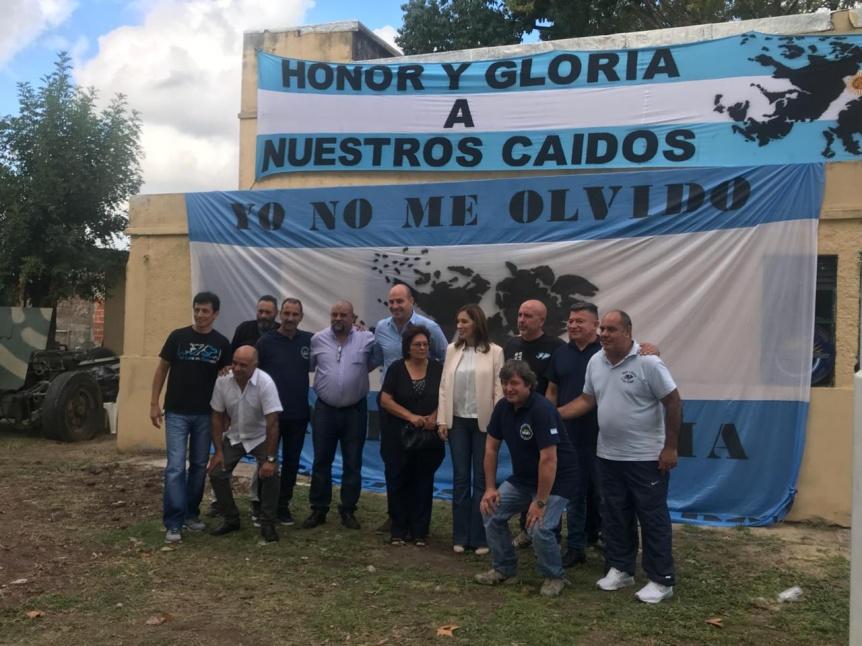 María Eugenia Vidal visitó junto a Molina el Centro de Veteranos de Quilmes