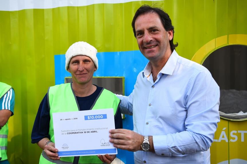 Sujarchuk presentó nuevos contenedores públicos para la clasificación de residuos