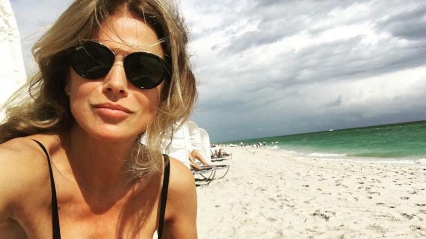A los 52, Flavia Palmiero posó infartante en las playas españolas